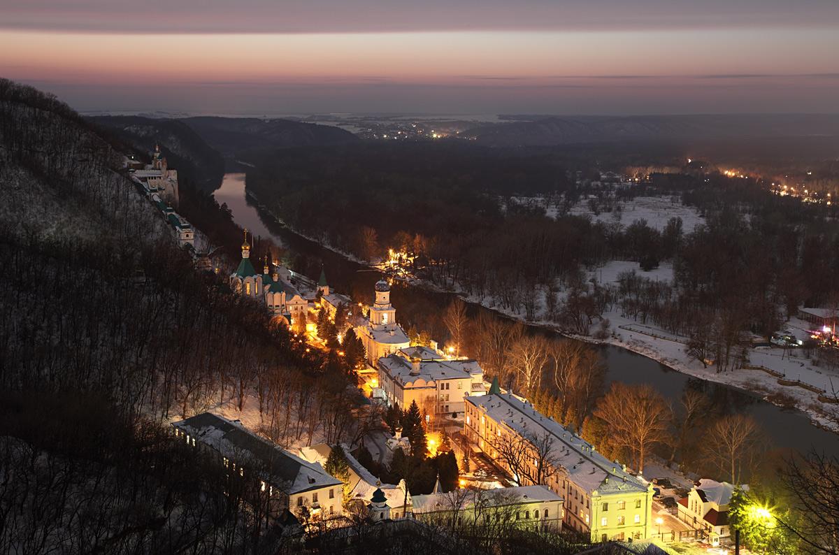 Святогорский монастырь фото зимой