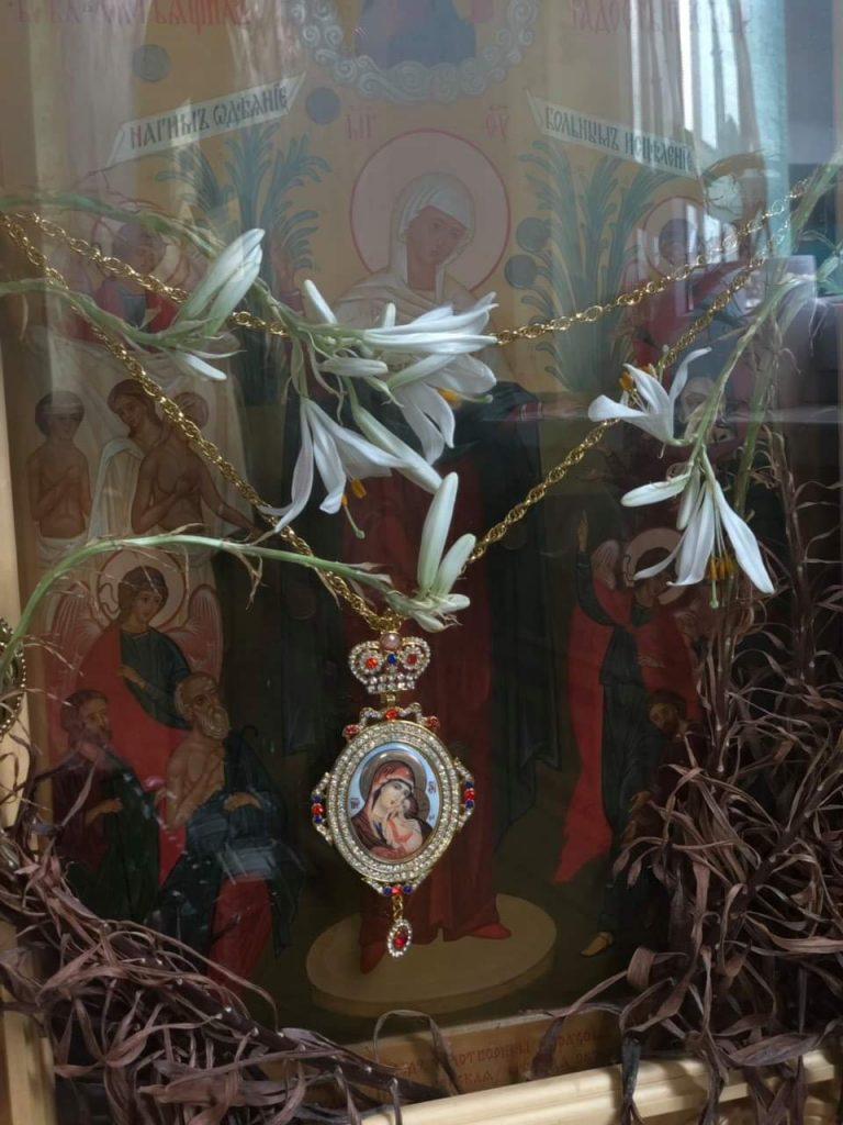 lilii2 Всемирното Православие - ЗА ОСМИ ПЪТ РАЗЦЪФНАХА СУХИТЕ ЛИЛИИ В КРАСНОГОРСКИЯ МАНАСТИР НА УПЦ