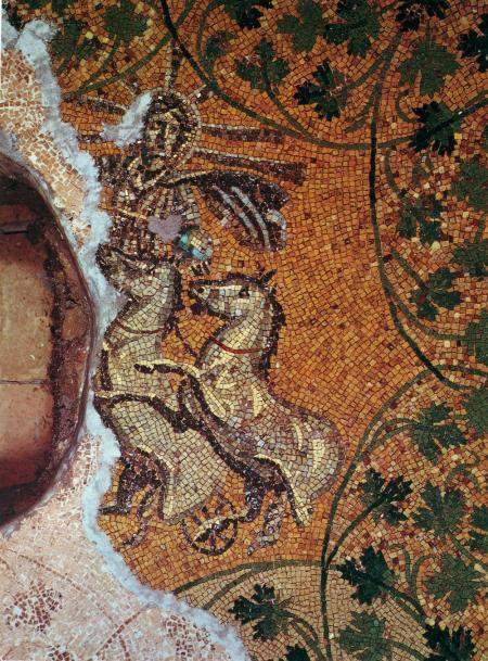 Изображение Христа, возносящегося на небо на квадриге, на древнейшей христианской мозаике (ок. 240 г. н.э.)
