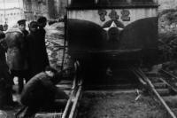 1944. Прокладка на Хрещатике временной трамвайной линии для вывоза мусора