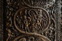 Грехопадение прародителей Адама и Евы. Искусная старинная резьба в одном из приделов Храма Гроба Господня