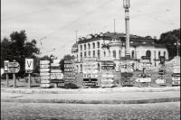 Немецкие указатели на Адольф-Гитлер-Платц, современная Европейская площадь. 1943 год