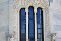 Резное окно апсиды