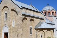 Вид на Успенскую церковь с юго-запада, в отличие от основного объема храма, поздний экзонартекс не облицован