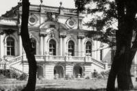 Женщины-садовницы во дворе Мариинского дворца. 1943 год